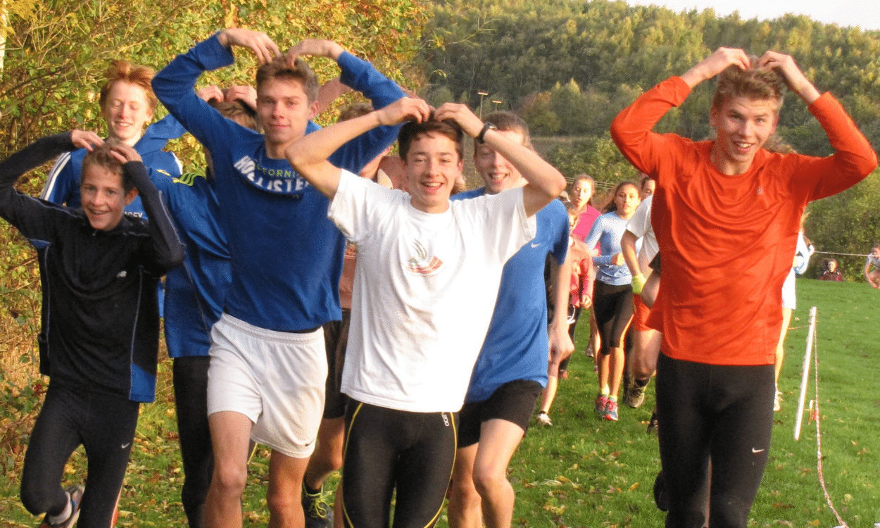 Young athletes do the Mobot (Credit: David Lowes)