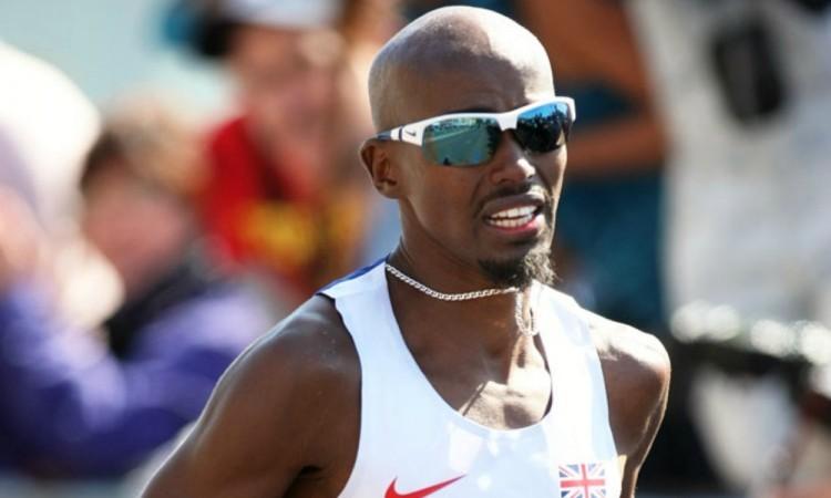 Mo Farah in 2014 London Marathon by Mark Shearman