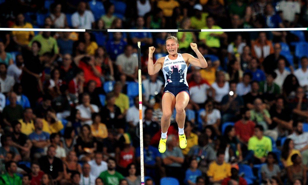 Holly Bradshaw breaks British outdoor pole vault record
