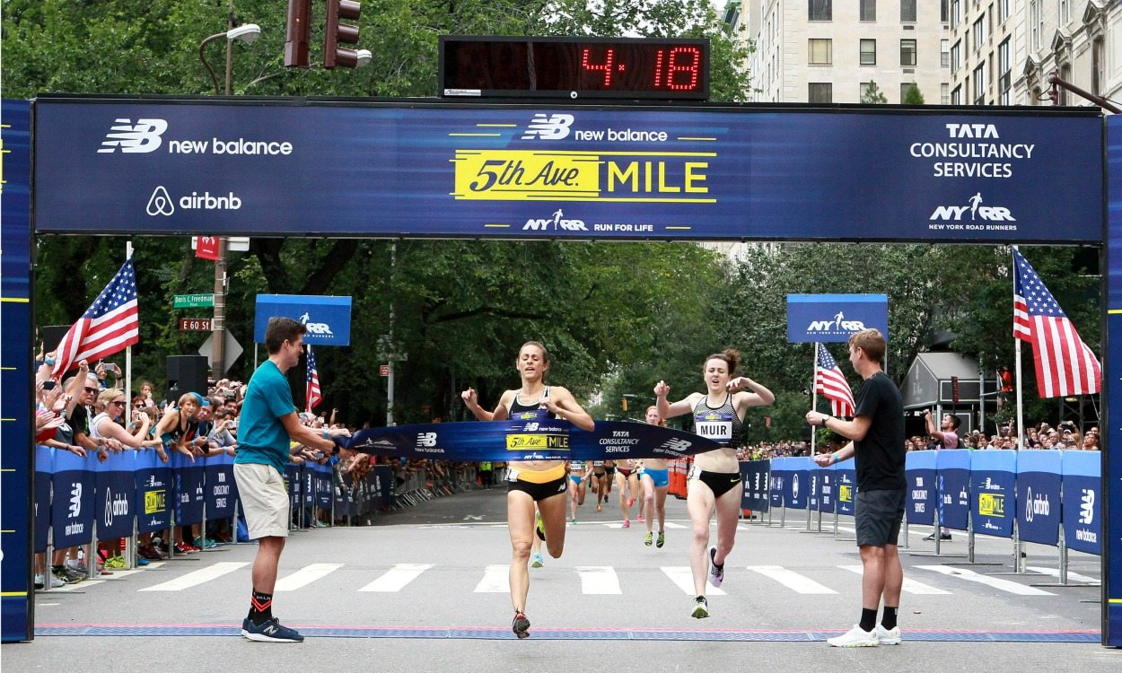Jenny Simpson beats Laura Muir in 5th Ave Mile
