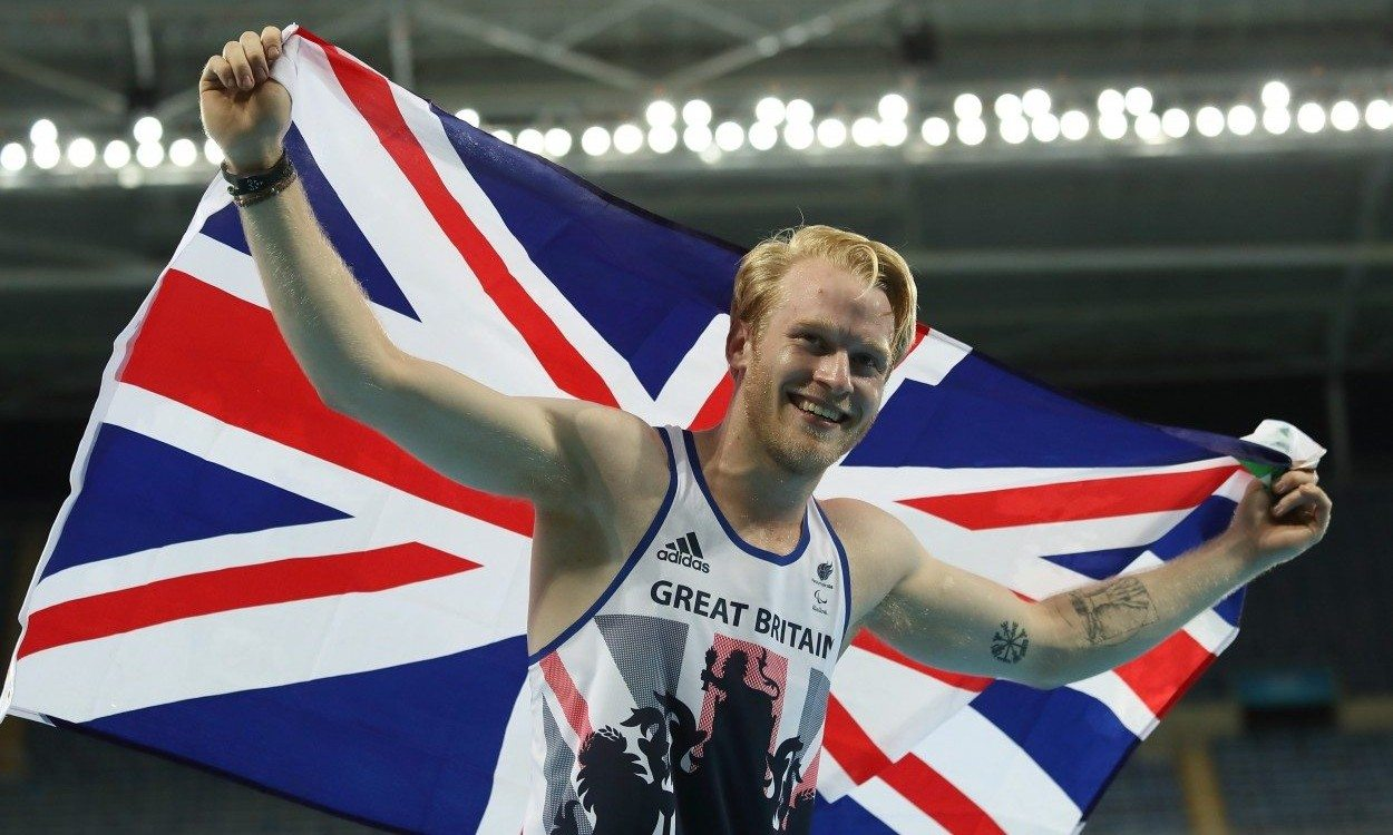 Jonnie Peacock retains title as GB claims four Paralympic sprint golds