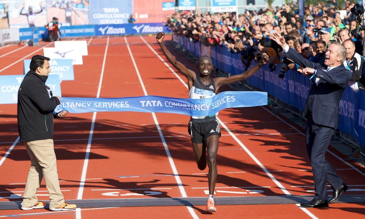 Daniel Wanjiru wins Amsterdam Marathon in course record time