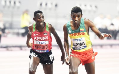 Conseslus Kipruto retains title in brilliant steeplechase