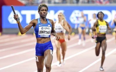 US teams cruise to world 4x400m relay gold
