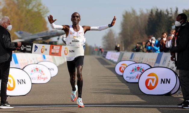 Eliud Kipchoge cruises to NN Mission Marathon win