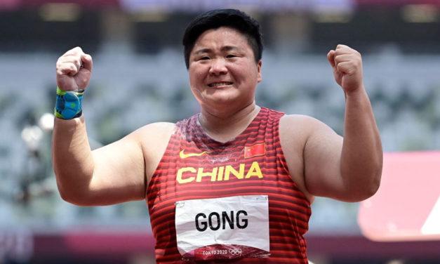 Gong Lijiao dominates women's shot put in Tokyo