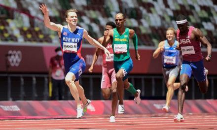 Karsten Warholm wins 400m hurdles gold in 45.94!