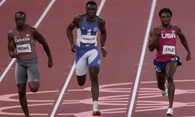 Noah Lyles survives scare in 200m semi-final