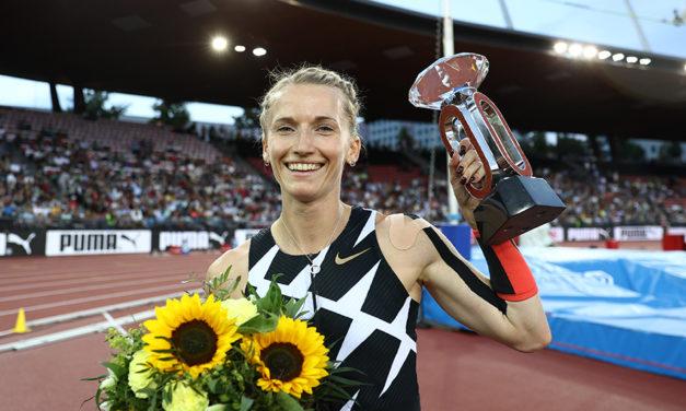 Pole vaulter Sidorova breaks five-metre barrier